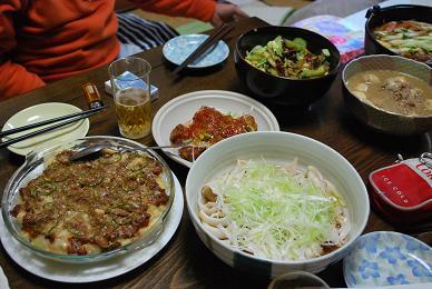 テーブルの上には、豪勢な料理の数々。-2.JPG