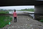 川沿いの空き地へ・・・.JPG