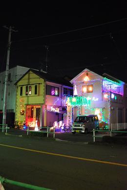 キラキラのお家を眺めながらお散歩。.JPG