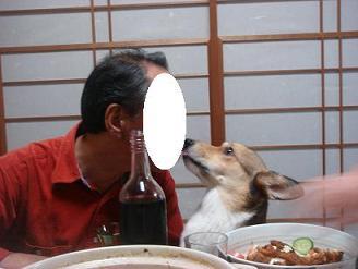 momoちゃんも、パパさんからワインを….JPG